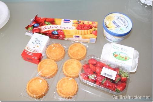 Eis-grillen-Grill-die-Eisbombe-mit-Früchten-Nachspeise (1) (Andere)