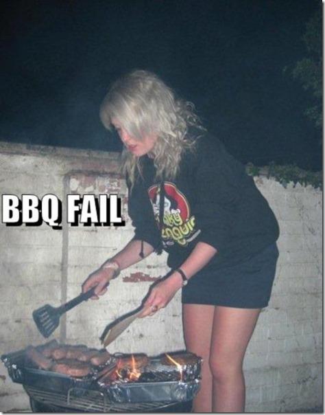 BBQ-FAIL-Blonde-Frau