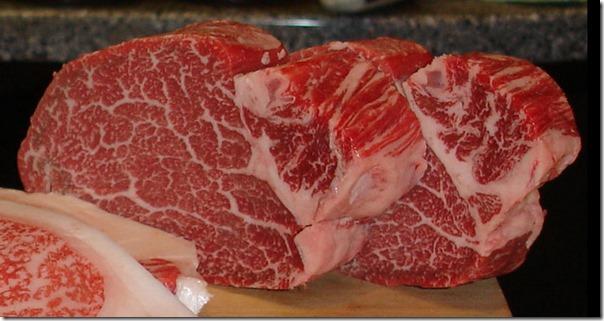 Steak-die-wohl-perfekte-Marmorierung-mit-Fettadern