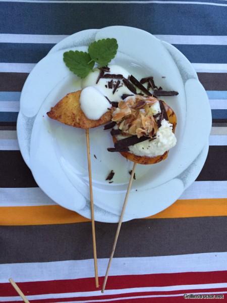 Beschwipstes Früchte-Zweierlei mit Limetten- Mascarpone und -Joghurt ganiert mit Mandeln und Schokosplittern (3)
