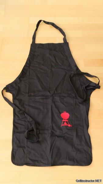Weber Grillschürze mit rotem Kettle Grill im Test (6476)