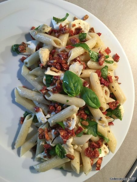 Mozarella Nudelsalat mit getrockneten Tomaten (7)
